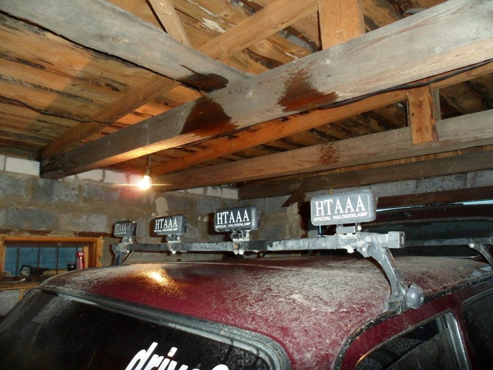 В общем решил поставить в роднои бочек омывателя еще один насос, стал брызгать до потолка в гараже пришлось...