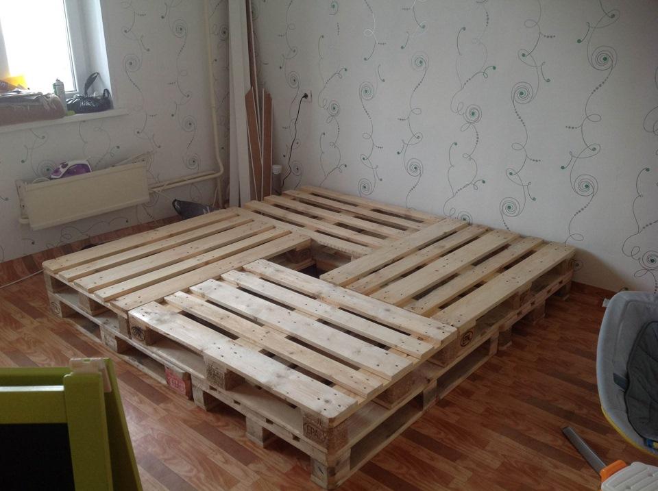 Кровать поддонов своими руками пошагово фото