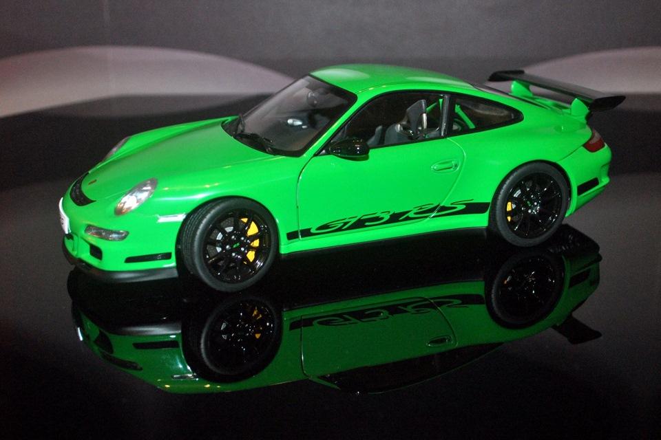AUTOART 1/18 PORSCHE 911 GT3 RS ( 997) GREEN W / BLACK STRIPES — DRIVE2