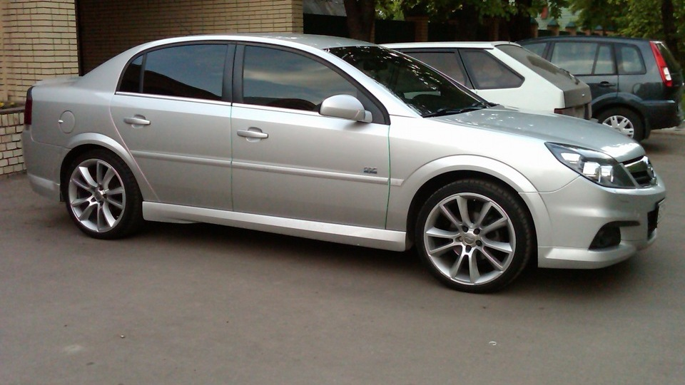 Opel vectra opc line drive2 for Opel vectra c salonas