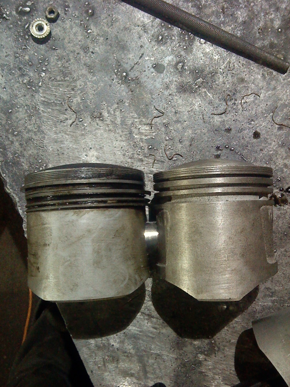Заключались в установке двигателя узам-33110 рабочим объемом 1,5 литра и москвич-2141) от базовой модели