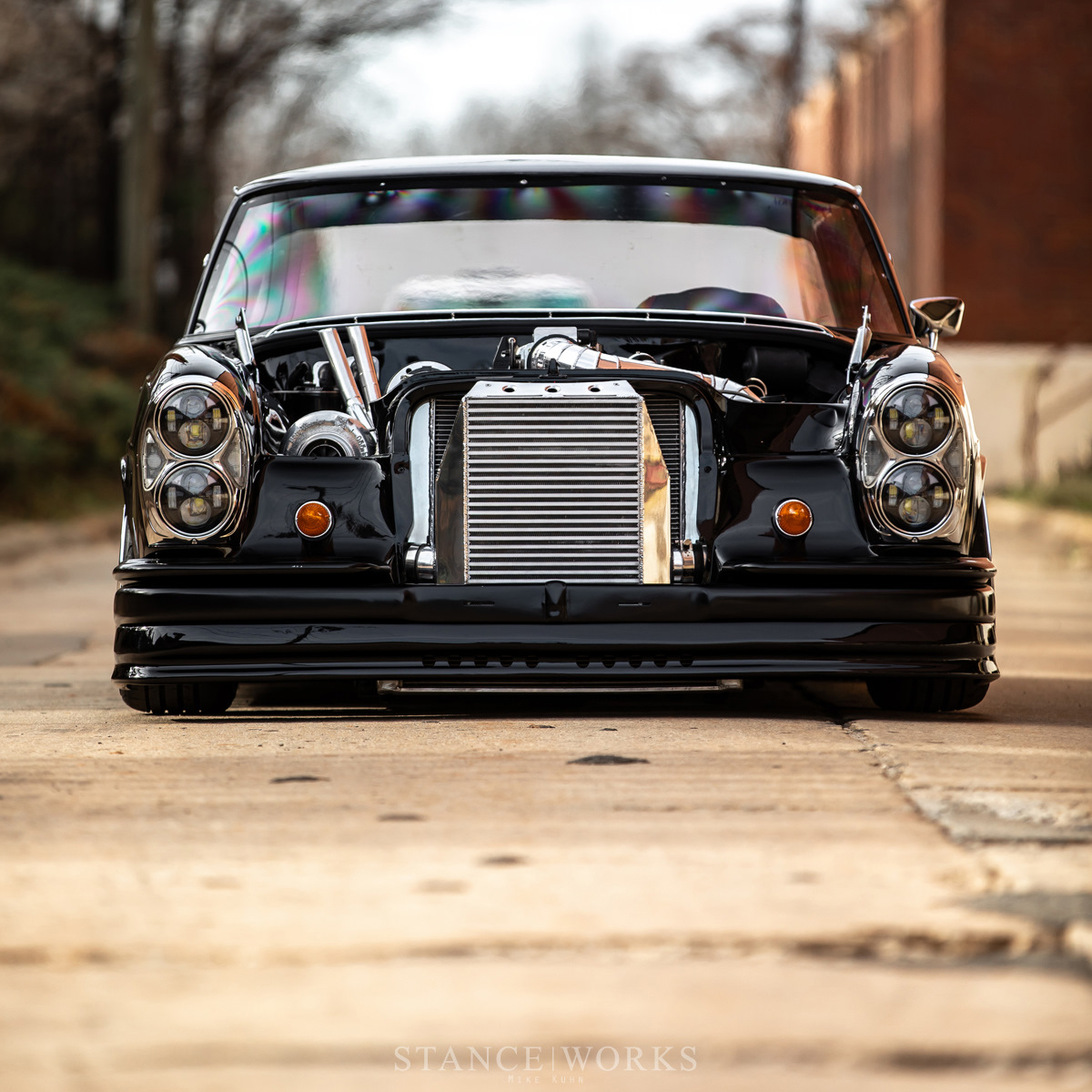 Фотографии автомобилей крутых классик