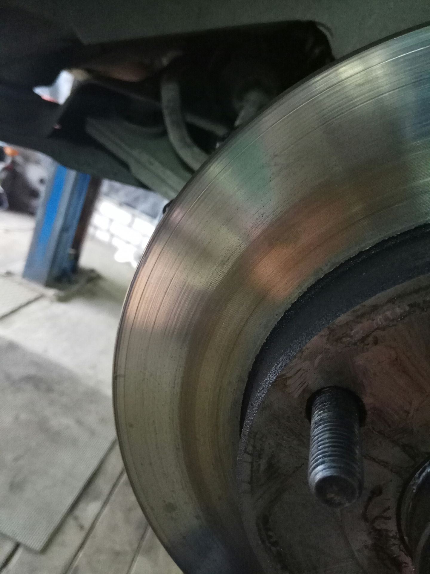 chevrolet lacetti клинит передние колодки греется диск