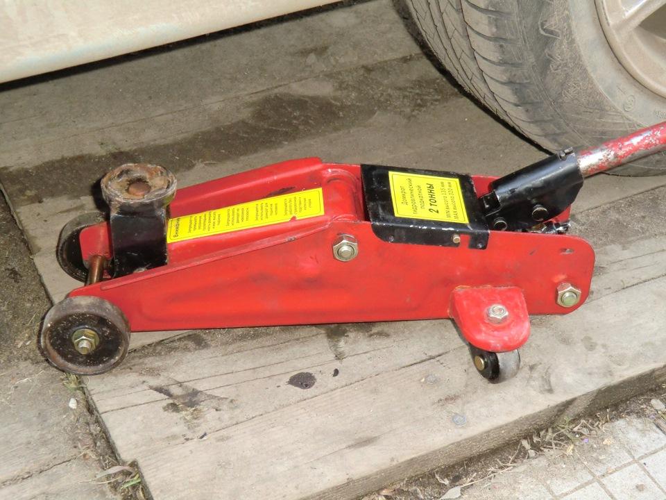 Автомобильный гидравлический подкатной домкрат ремонт своими руками 52