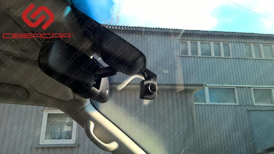Камера поворачивается по своей оси - при необходимости можно повернуть на сотрудника ДПС и записать его не только на видео, но и то, что он говорит - в камере МИКРОФОН.