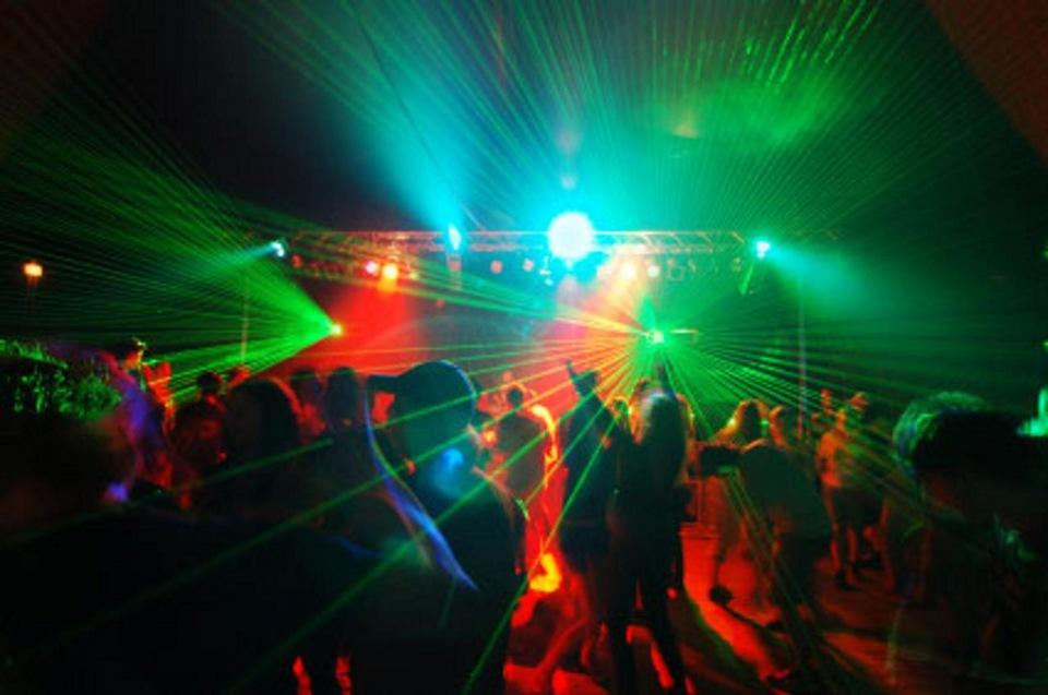 Ночной клуб мальчики танцуют планета фитнес москва адреса клубов
