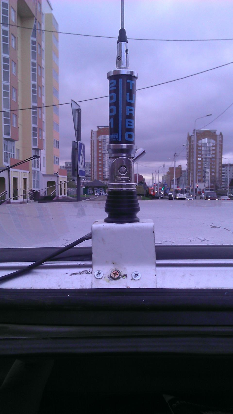 Как поставить автомобильную си би антенну на балкон.