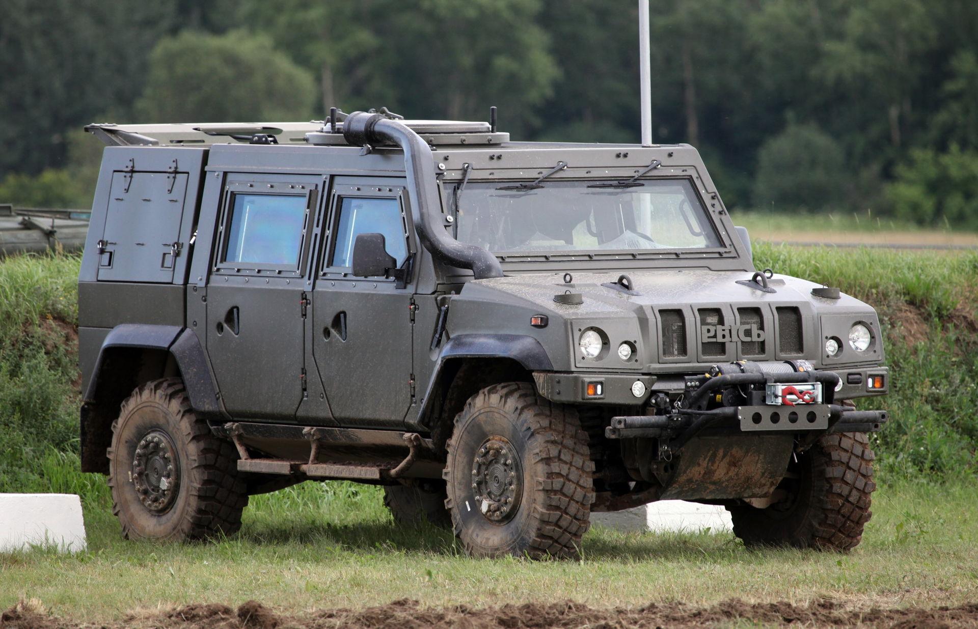 Военные автомобили в картинках