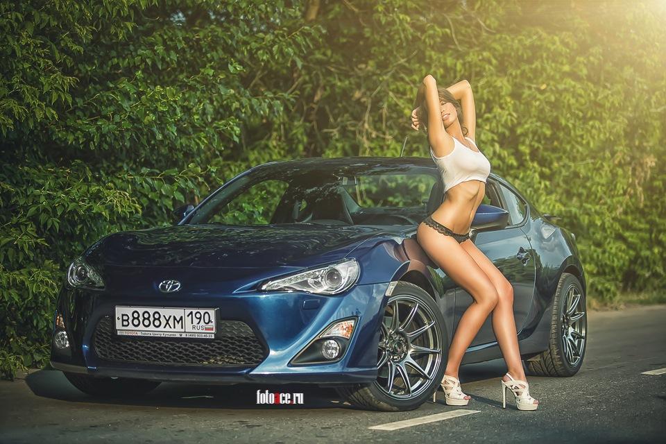 seksualnie-devushki-u-mashin-fotografii