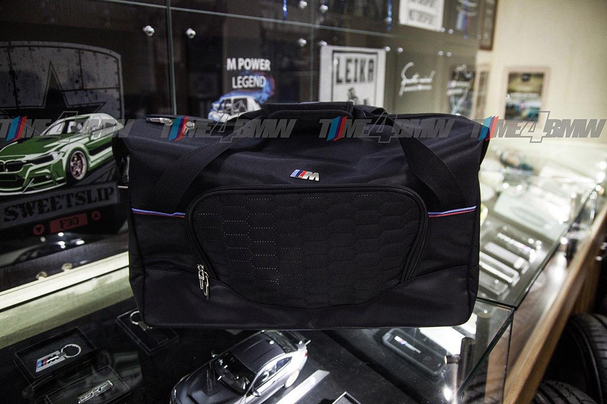 8a781fdb579f Спортивная сумка BMW M Цена: 7300 ₽ Спортивная сумка с широким основным  отверстием и сетчатой внутренней сумкой с застежкой-молнией. Передний карман