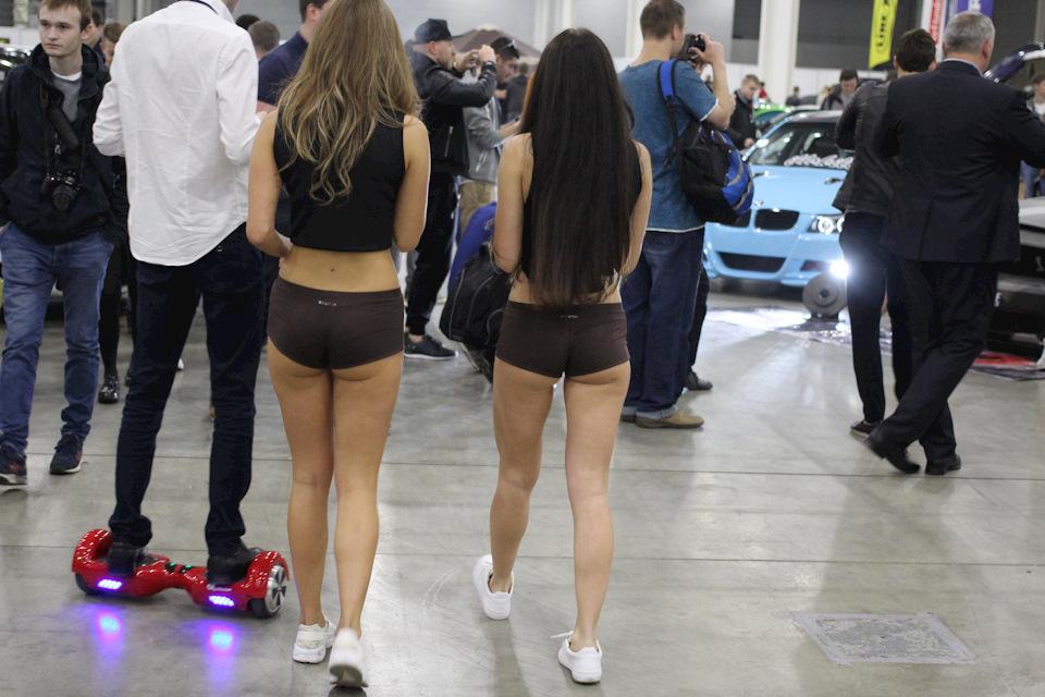 Девочки в стрингах подглядывать фото 495-220