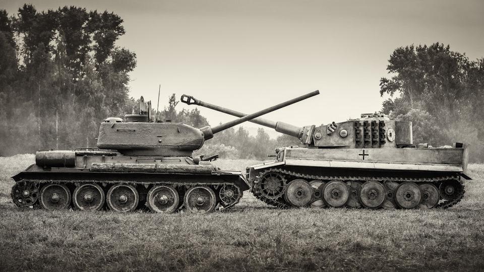 Т-34/85 (слева) и Panzerkampfwagen VI Ausf. H1, «Тигр» (справа)