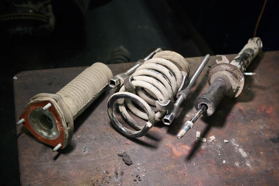Амортизатор Infiniti M25 в разборе
