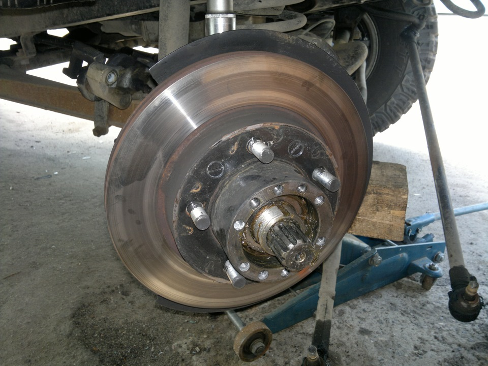 поворотный кулак и ступица переднего колеса отдельно или нет