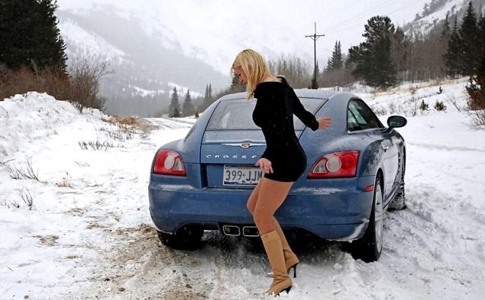 Девушки сами лезут в машину