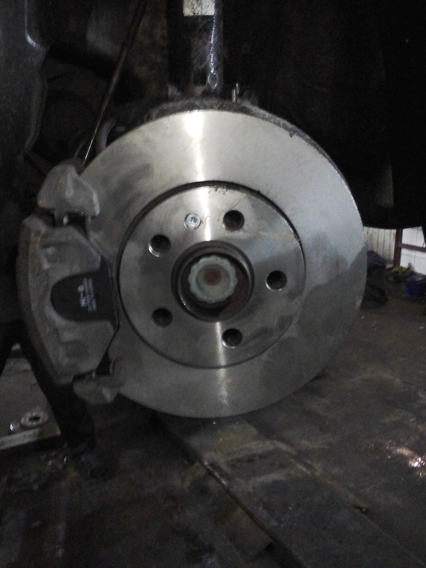 как меняются тормозные диски на фольксваген поло