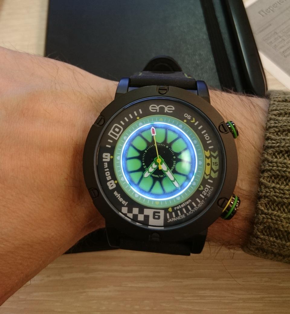 Очень подкупает изображение колеса BBS на циферблате, и самое главное — это  часы испанской раллийной команды ENE Rally Team! 27a08131fbe