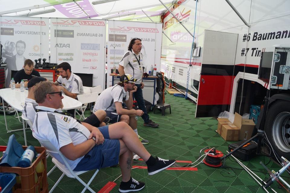 Члены команды активно наблюдали за заездами DTM и между прочим болели за своего коллегу по дисциплине — Маттиаса Экстрема, пусть он и выступает за другую команду в ралли-кроссе