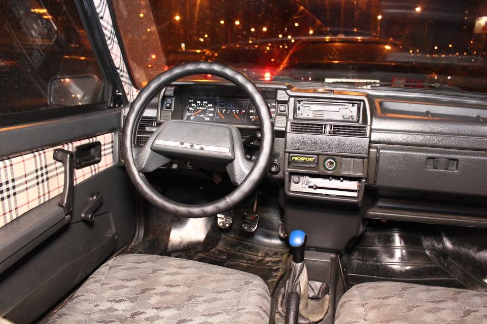картинка внутри машины девятки день