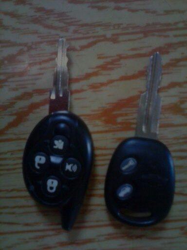 Для сравнения справа ключ от шевроле авео.