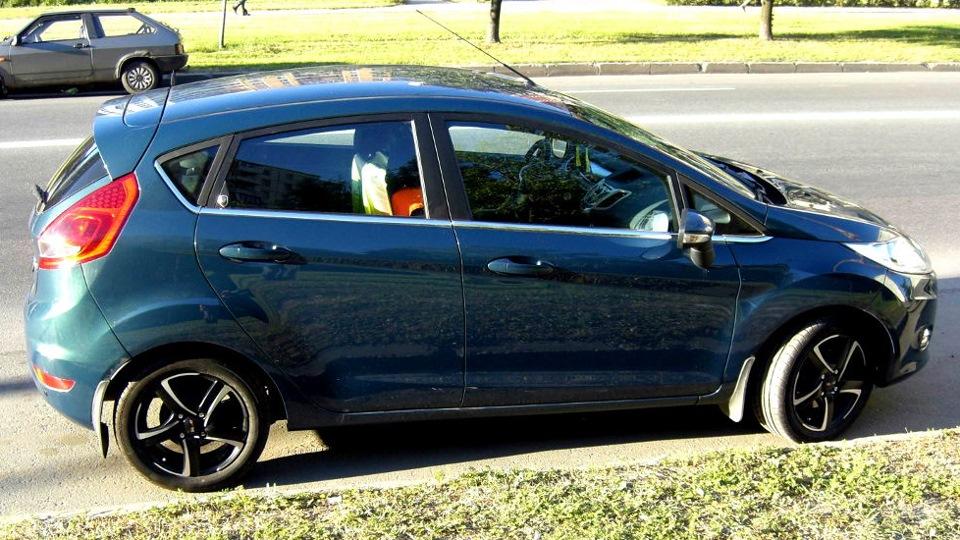 Ford Fiesta цвет Cedar Drive2