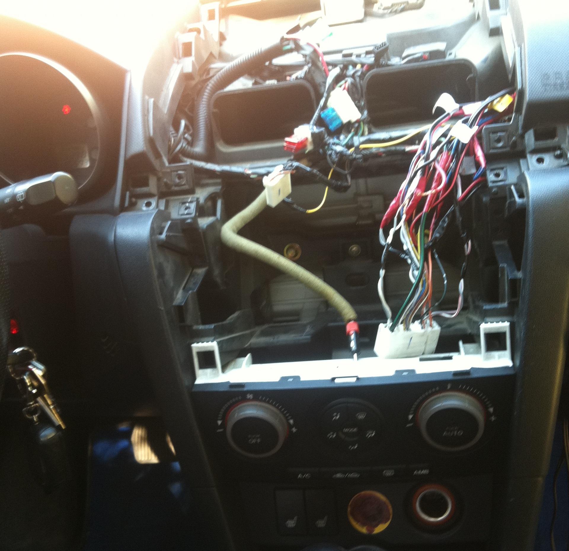 как подключить автомагнитолу в машине mazda