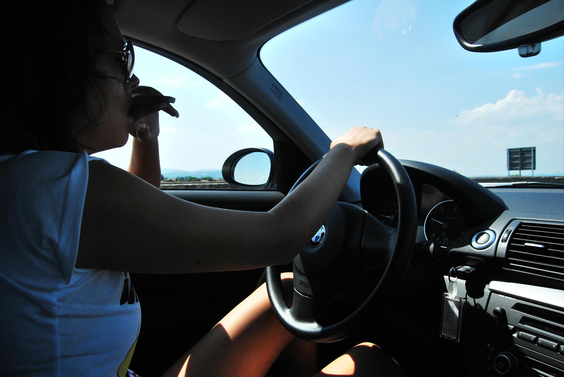 Девушка за рулем спиной фото на аву