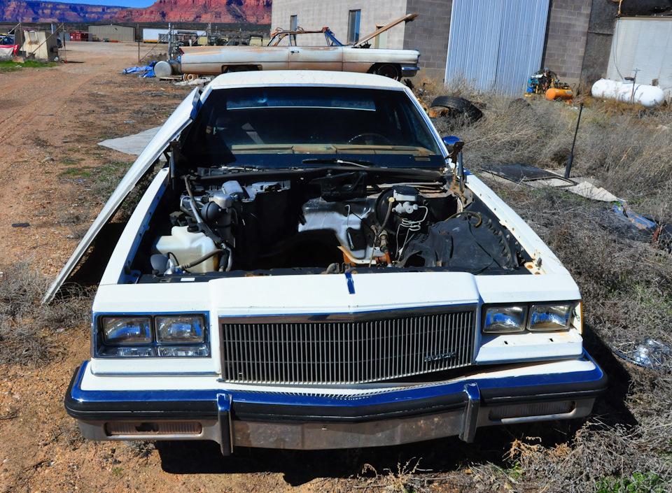Buick Electra первой половины 80-х. Номер из серии 'сыр, то есть мотор, выпал…'