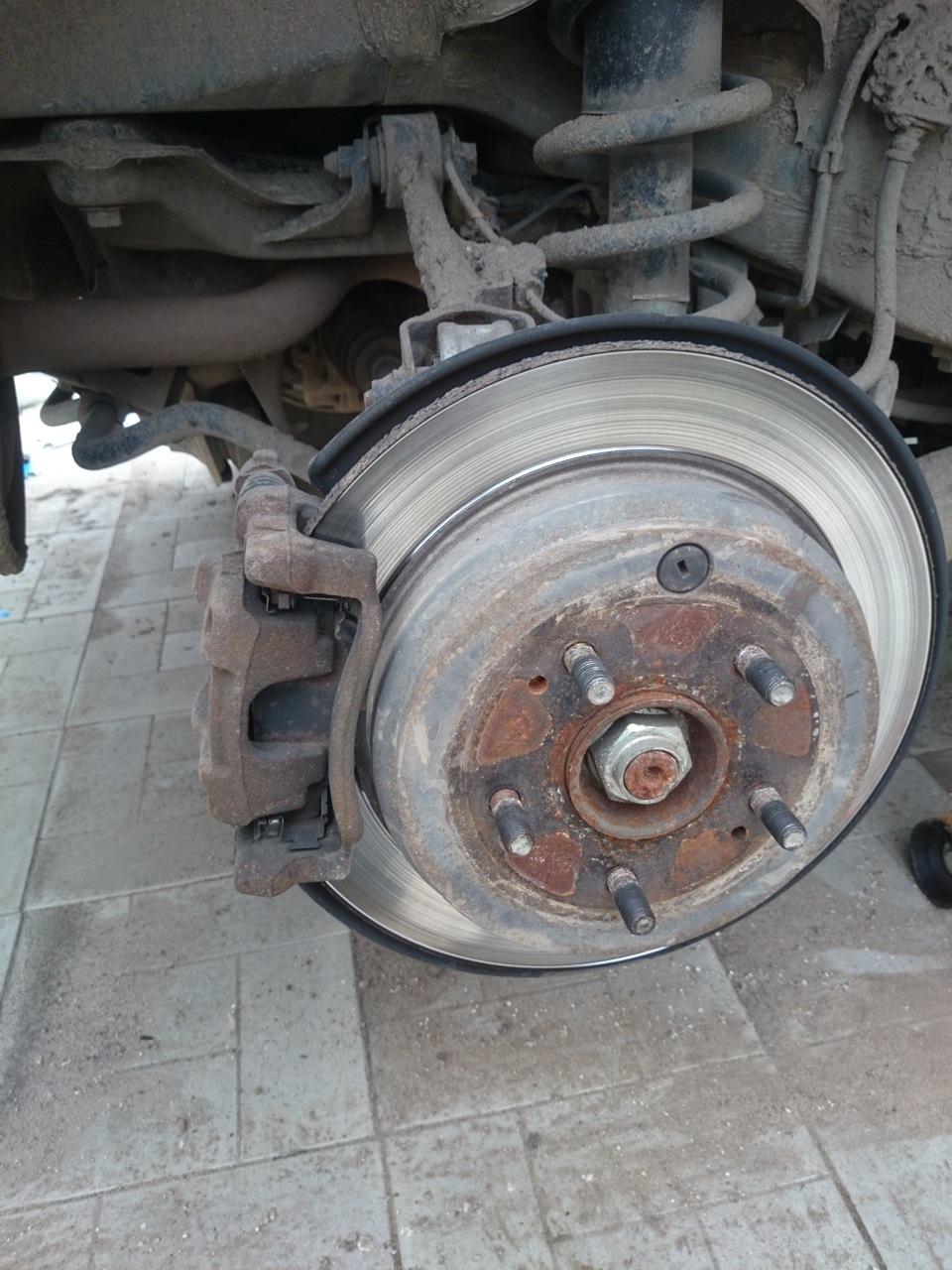 Замена заднего тормозного диска хонда срв 2008 Замена пыльника привода внутреннего куга 2