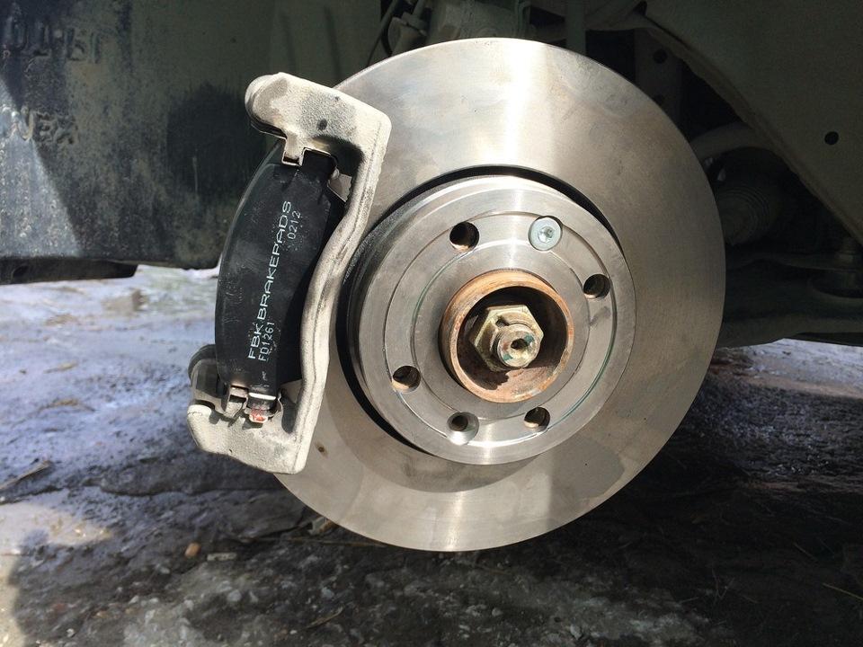 Замена передних тормозных колодок на ниссан ноут