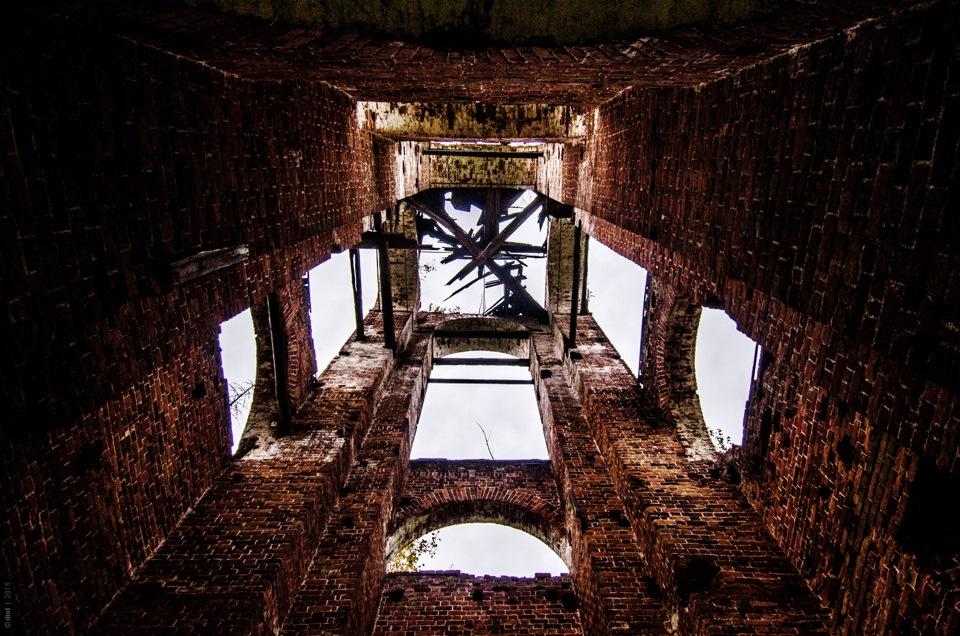 Заброшенная церковь в лесах под Шатурой