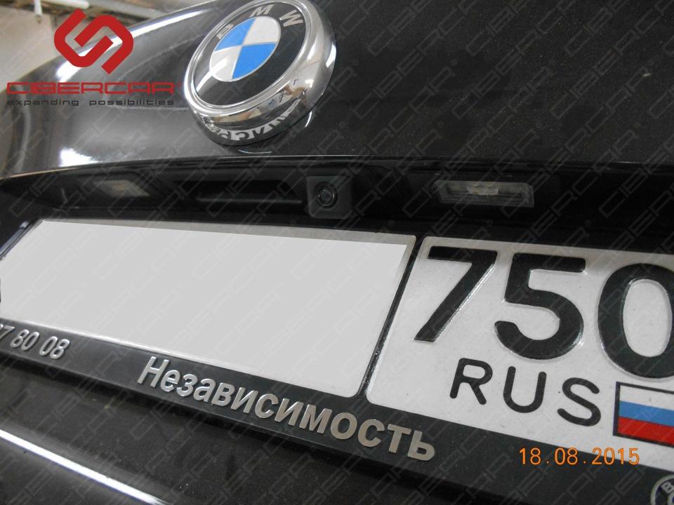 Камера заднего вида на BMW X3 в штатное место с активными линиями парковки.