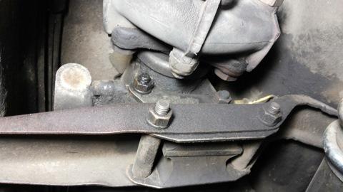Обиделся-завожу, работает жестко ощущение такое что подушки двигателя задубели или как будто троит двигатель