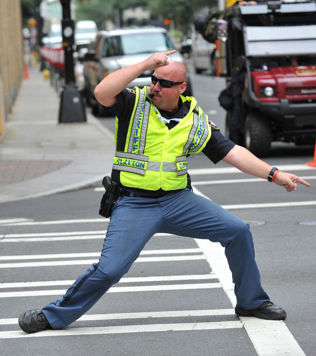 Фото регулировщика дорожного движения