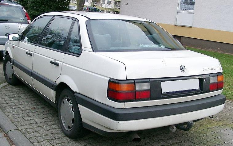 Volkswagen Passat B4 (1994—1996) Четвёртое поколение Volkswagen Passat отличается от B3 внешними кузовными панелями и...