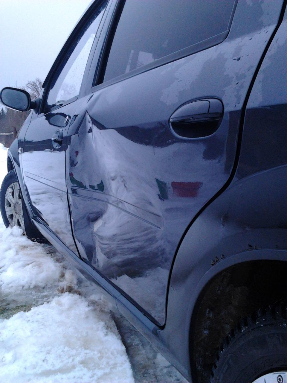 Ремонт Renault Logan : Замена неподвижного остекления кузова