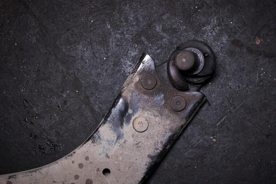 Дефект левой передней шаровой опоры Ford Focus III