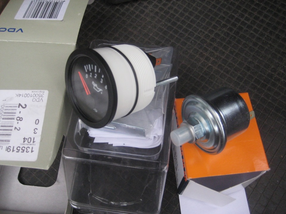 audi 100 датчик давления масла куда установлен на dr 1.8