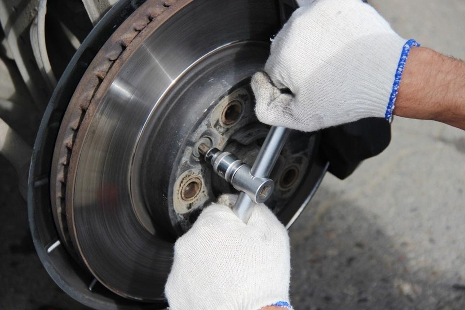 Замена тормозных дисков и колодок своими руками видео