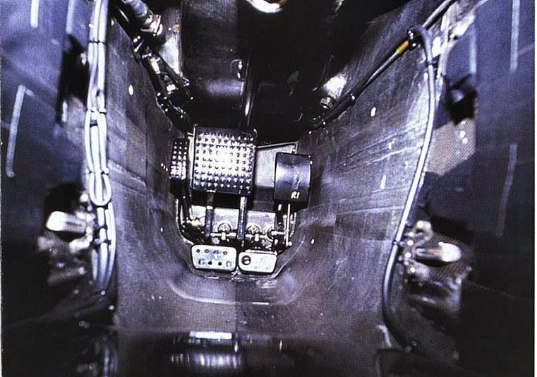Отдельный тормоз для задних колес на McLaren MP4/12