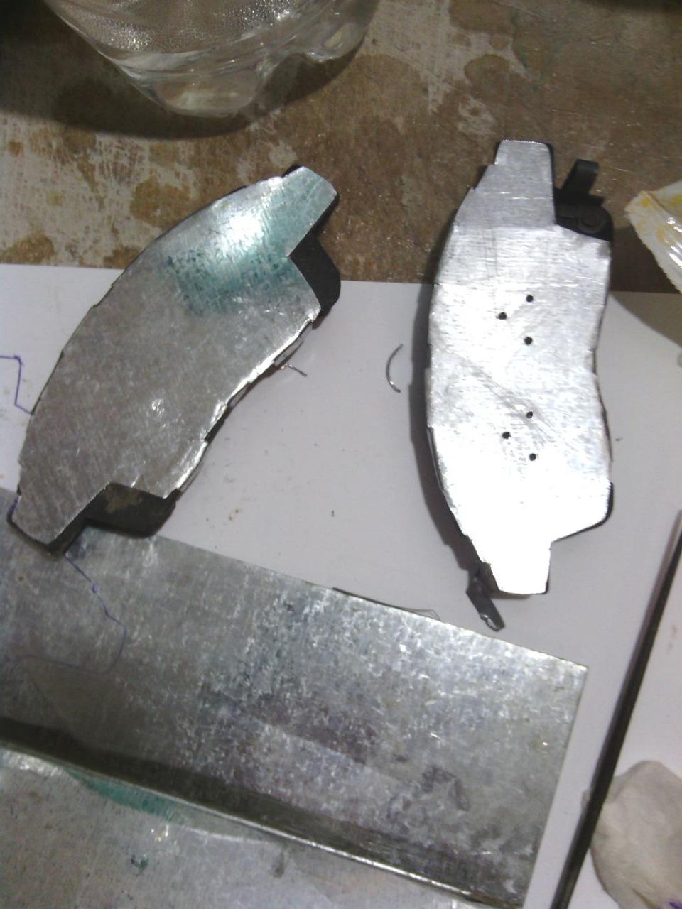 Противоскрипные пластины рессор своими руками