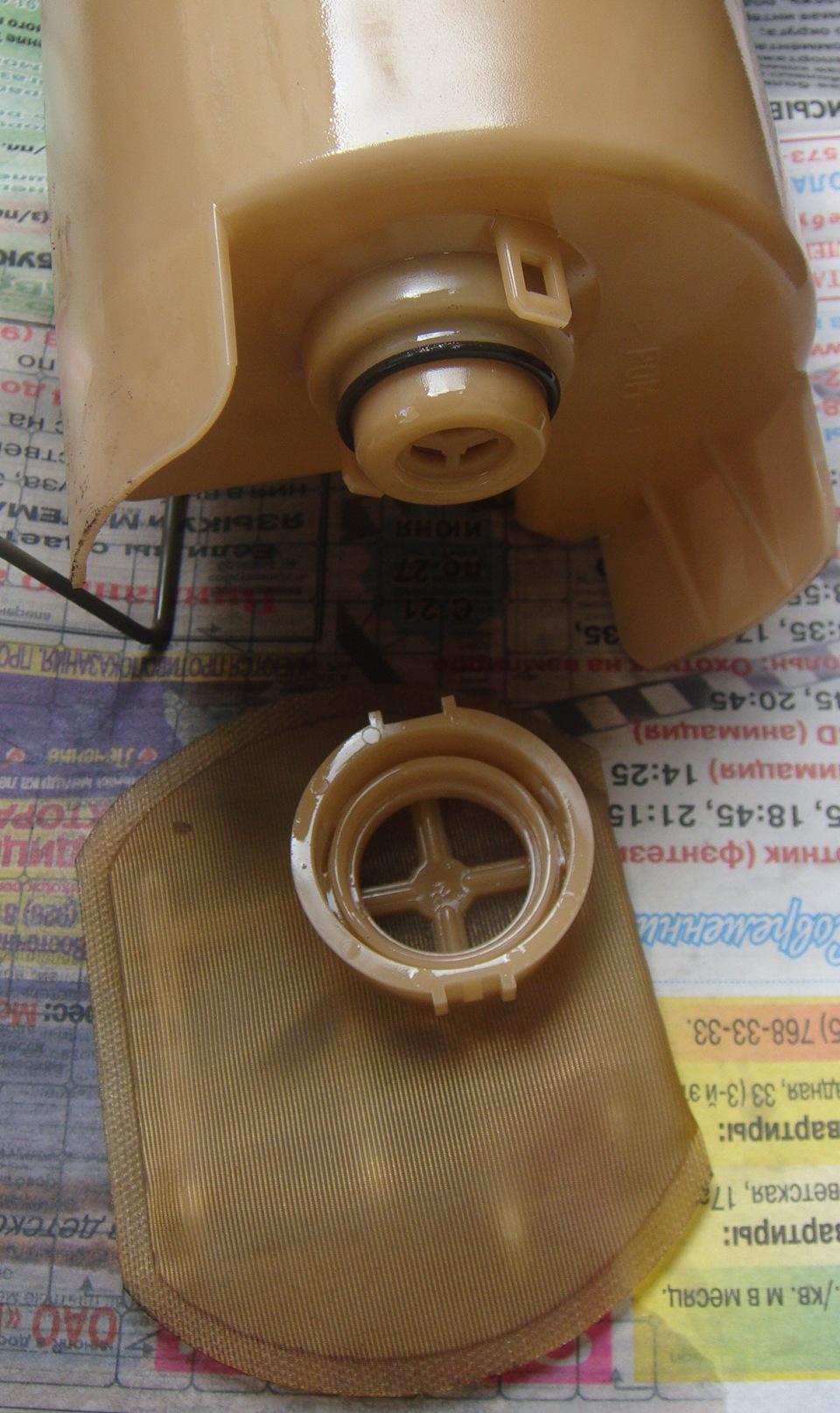 как снять топливный насос с митсубиси каризма