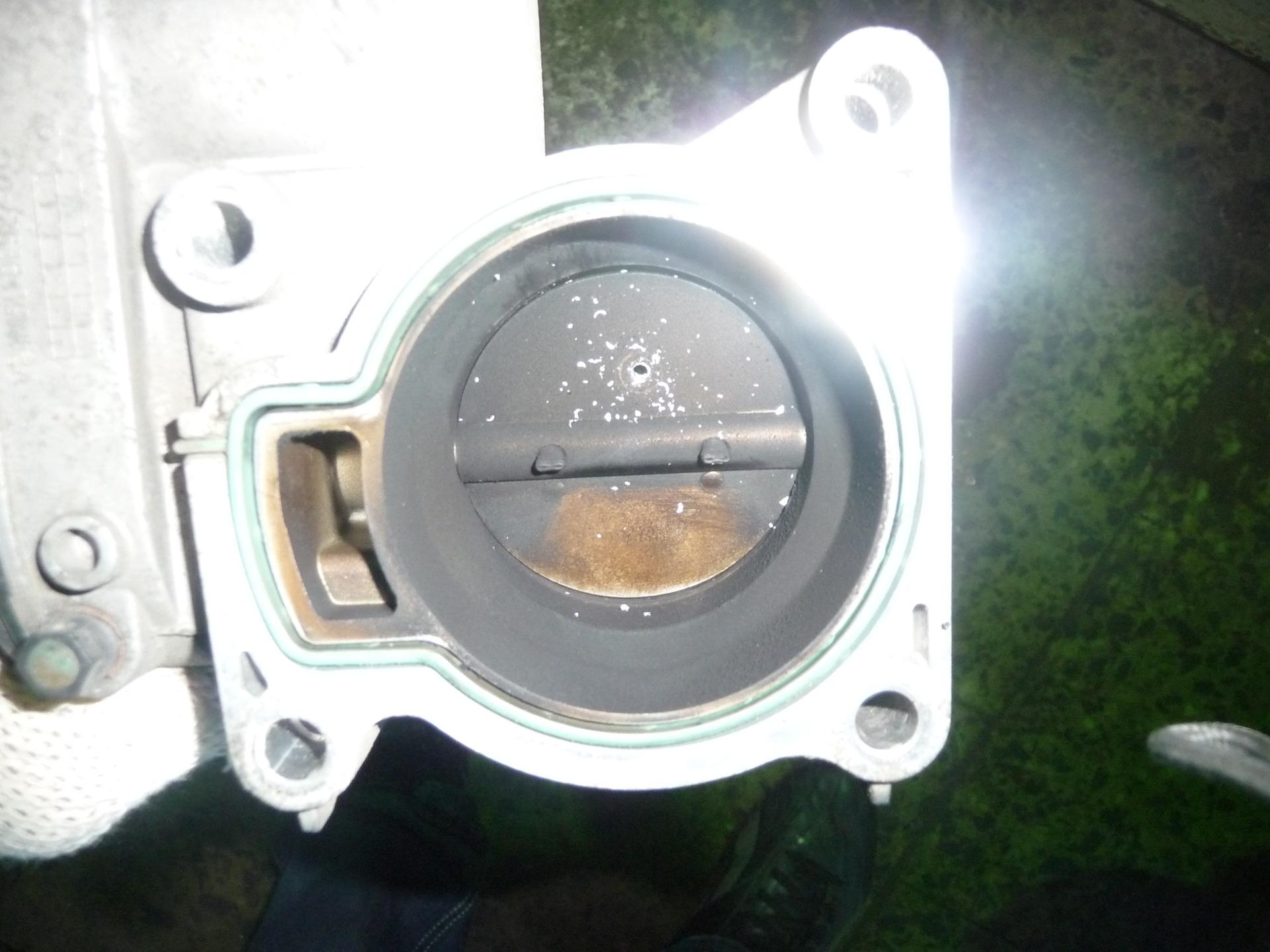 просверлить дроссельную заслонку на ford focus 2