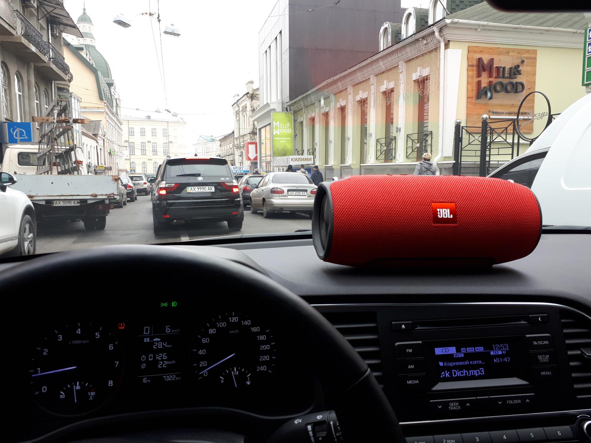 Портативная колонка в автомобиль