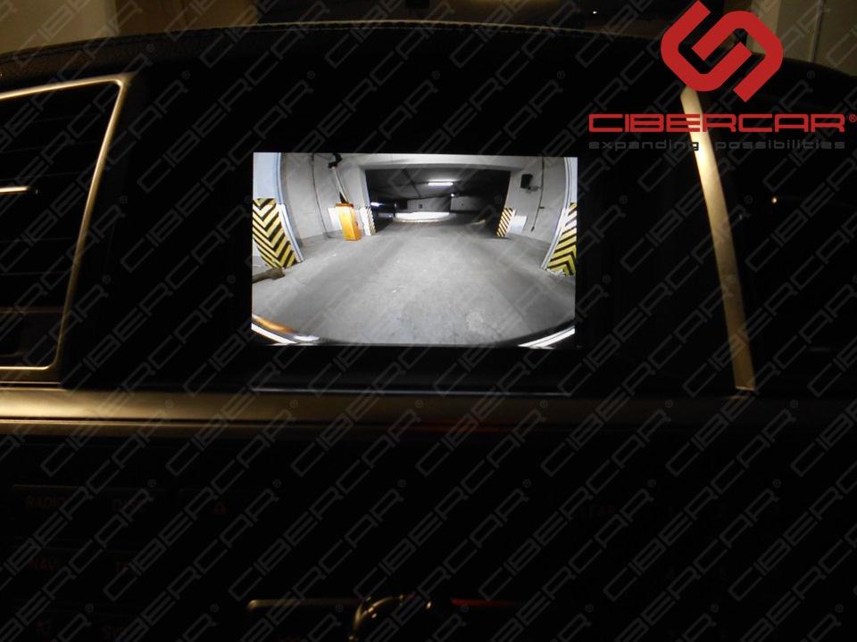 Вид с камеры переднего вида Mercedes-Benz GL в подземном паркинге.