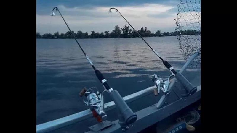 Ловить леща с лодки на бортовые удочки