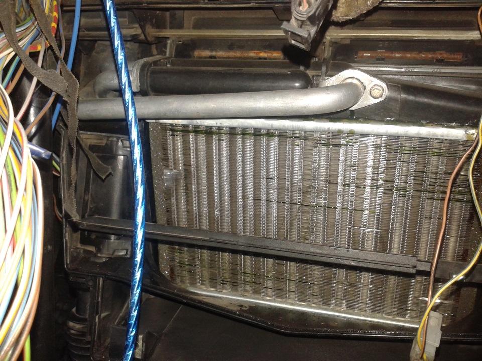 бмв е34 снятие радиатора печки