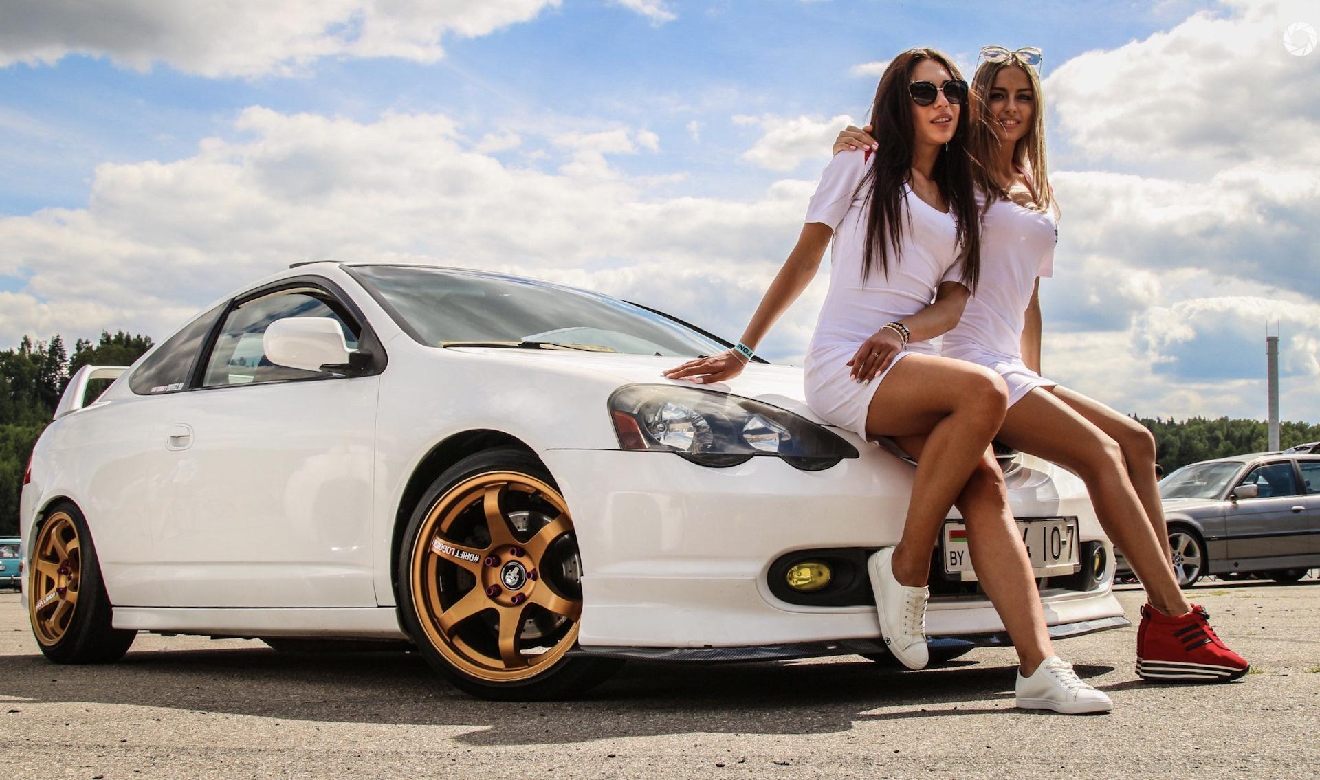 Девушки в спортивных машинах, фото ануса старых баб онлайн
