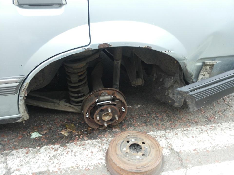 По пути из Сторожевой у «шестерки» на ходу открутилось заднее колесо