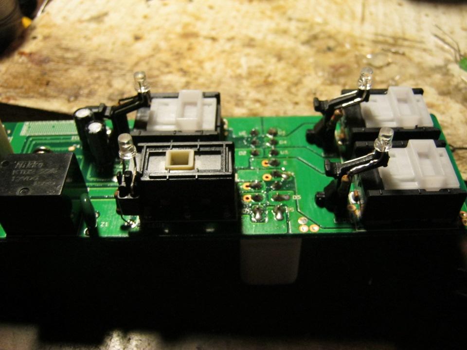 светодиод в кнопке стеклоподъемника мерседес